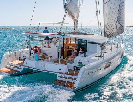 Location voilier et catamran avec skipper et hôtesse